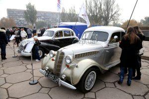 Как в Запорожье прошел автопробег ретро-автомобилей