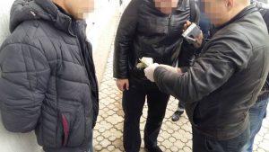 СБУ задержала запорожского милиционера на взятке в 700 долларов