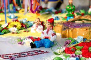 В Запорожье Покровскую ярмарку открыли разрезанием огромного торта