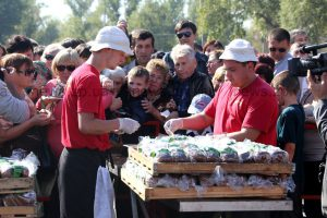 Запорожцы оставили на ярмарке 100 тонн мусора