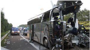 ДТП во Франции: Водитель грузовика помогал вытаскивать людей из горящего автобуса