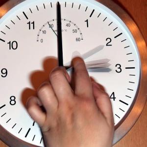 Железнодорожники предупреждают: в воскресенье переведут часы и изменят расписание движения поездов