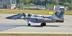 В Запорожье президенту показали два отремонтированных истребителя СУ-27
