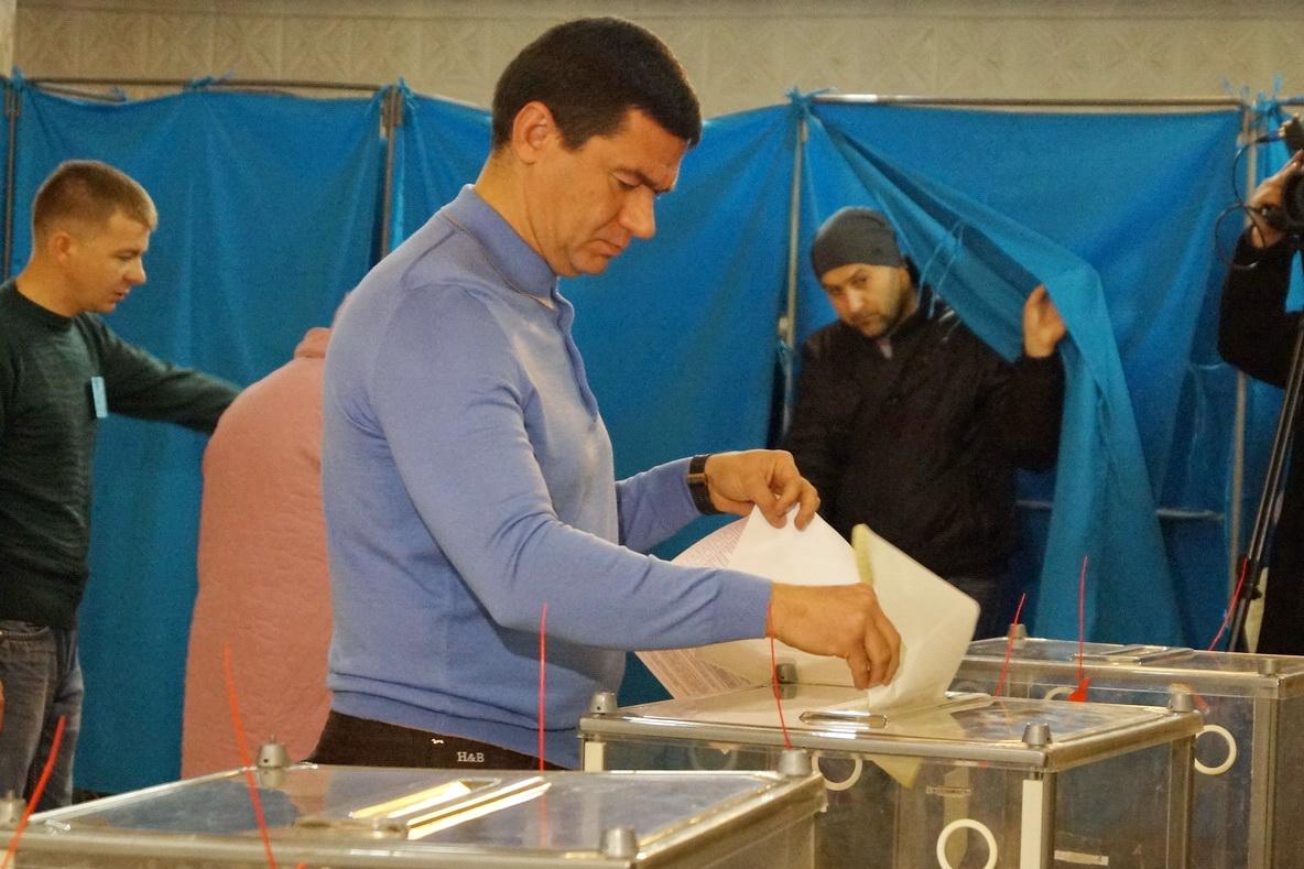 Как голосовал губернатор Самардак, нардеп Артюшенко и другие известные люди Запорожья