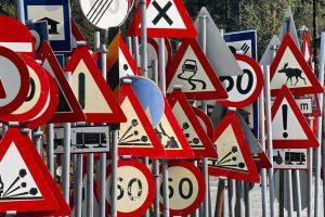 Запорожские дорожники заменили более 1600 дорожных знаков