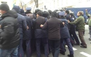 Под Радой произошло столкновение милиции и Финансового майдана