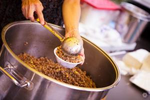 В Запорожье с 16 ноября начнут раздавать горячее питание