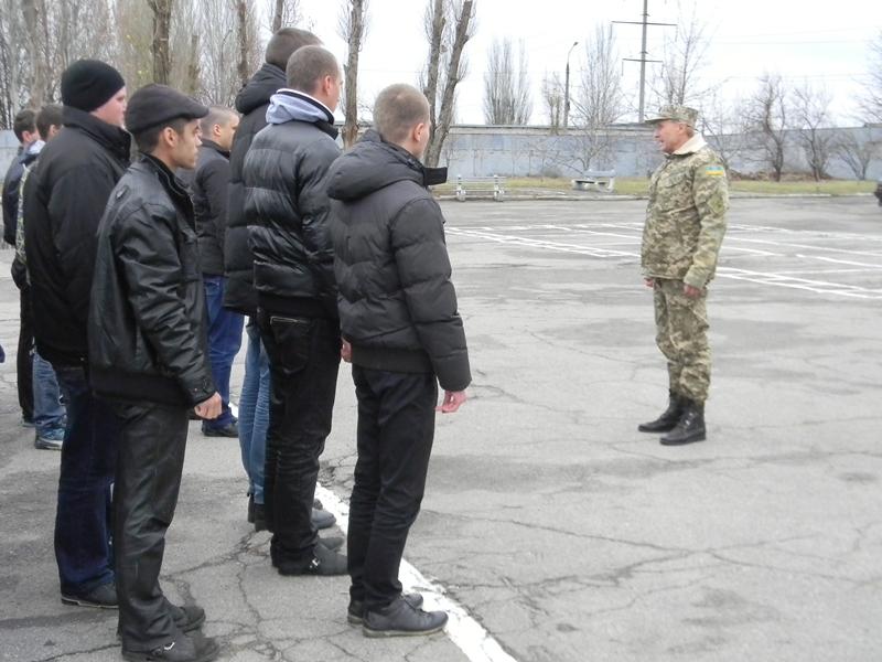 Как в Запорожье отправляли на службу солдат-срочников