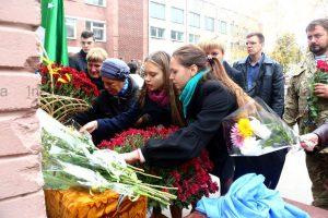 Как в запорожской школе мемориальную доску герою АТО открывали