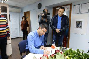 Первые лица Запорожской области также сделали запись в Книге скорби