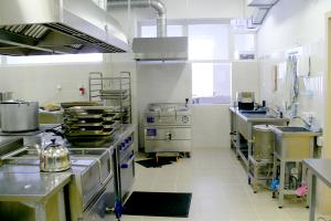 В бердянских детских садах готовили еду на старом оборудовании