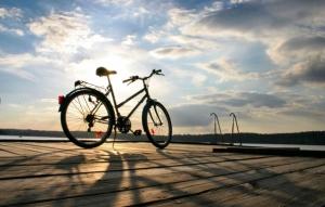 Велосипедист снял на видео уникальные трюки, которые сделал на запорожском заводе