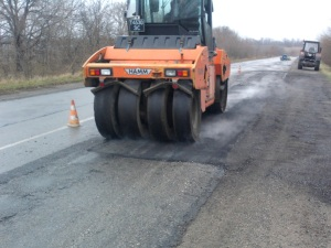 Запорожские дорожники залатали 1500 км дорог