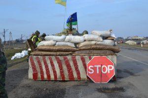 На запорожском блокпосту автомобиль влетел в бетонную плиту