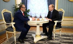 Хазанов подарил Путину корону
