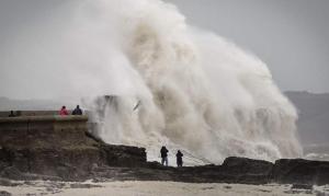 В Британии из-за шторма без света остались 12 тыс. домов