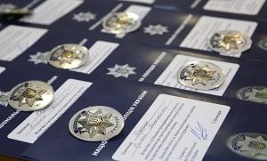 В Киеве вручили жетоны первым аттестованным полицейским