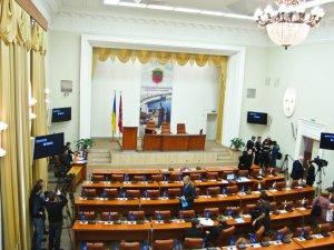 Общественники требуют избрать демократического секретаря