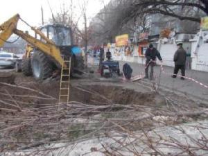 На перекрестке в Запорожье произошел обвал грунта