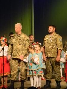 Как семьям погибших солдат АТО в Запорожье вручали ключи от квартир