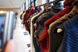 В области работает 63 банка зимней одежды