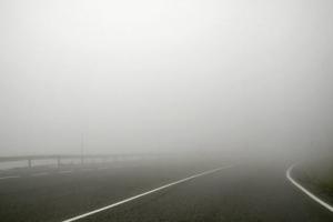 Из-за тумана запорожских водителей просят быть осторожными на дороге