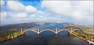 День в истории: В Запорожье достроили мосты и выбрали второго мэра