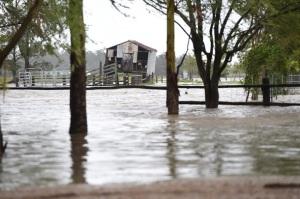 Из-за сильного наводнения в Австралии эвакуируют людей