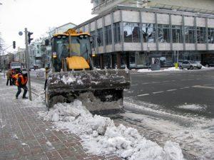 Дороги Киева очистили почти от шести тонн снега за два дня