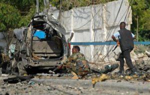 Двадцать человек стали жертвами нападений на кафе в Сомали
