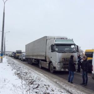 На Днепропетровщине активисты перекрыли трассу - опубликованы фото