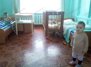 В Бердянском районе горе-мать оставила троих детей
