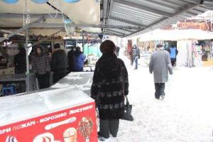 Коммунальщики планируют сегодня завершить уборку запорожских рынков от снега