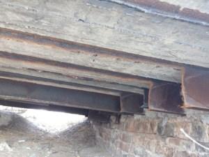 Вандалы разобрали на металлолом мост в Запорожской области