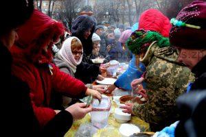 Как запорожцев на волонтерской ярмарке варениками угощали