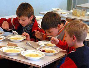 Запорожские депутаты не оставят детей без питания