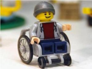 «Лего» выпустит куклу с особыми потребностями
