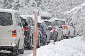 На трассе в Запорожской области 15 машин застряли в снегу