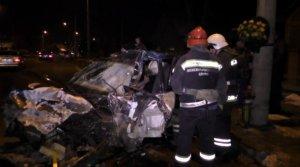 Спасателям пришлось вырезать пассажира из авто, еще двое – погибли