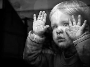 В Запорожской области троих детей, брошенных матерью, отправили в детдом