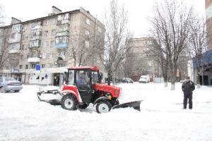 Запорожье от снега расчищали почти 1,5 тыс. человек
