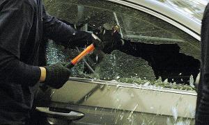 Мошенники угнали авто вместе с его владельцем