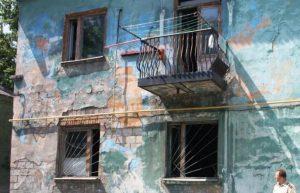 Два аварийных дома в Заводском районе признаны непригодными к жизни