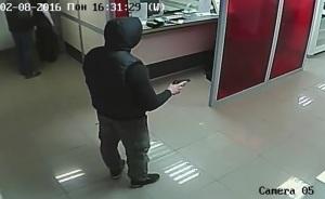 Появилось видео ограбления банка в Шевченковском районе Запорожья