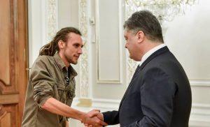 Порошенко наградил запорожского майдановца Евгения Гарагулю