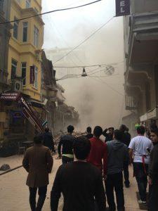 В сети выложили видео рухнувшего дома в Стамбуле