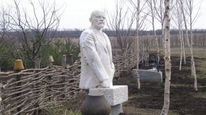В Усадьбе Попова могут «поселиться» все памятники Ленину, которые будут демонтированы в регионе