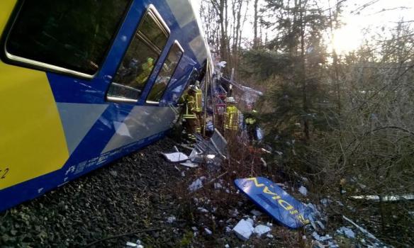 На месте лобового столкновения двух поездов дежурят около 10 вертолетов