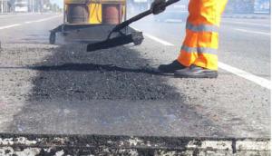 Запорожские дорожники за неделю отремонтировали почти 6000 кв м дорог