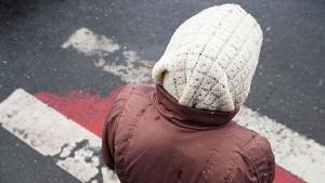 Сдавая назад, запорожский водитель не заметил и сбил 77-летнюю бабушку